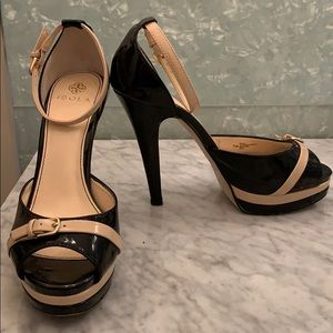 Two tone patent leather sandals